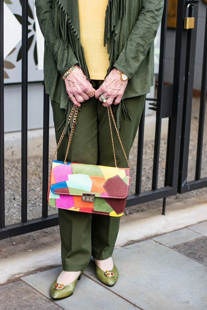 How to wear fall colors for outfits with bright accessories