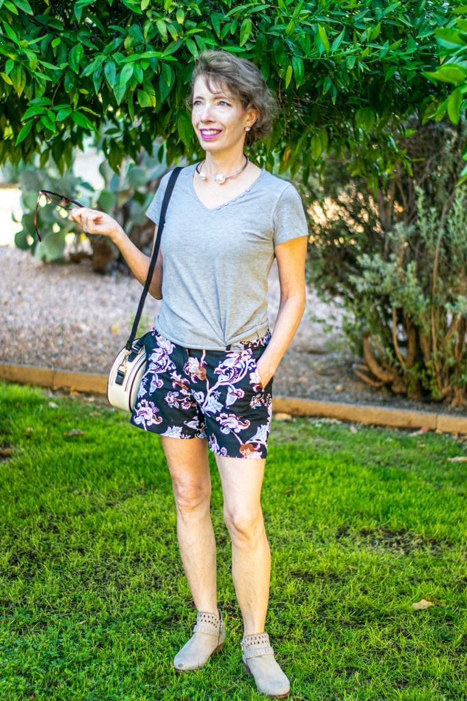 Grey as what to wear with floral shorts
