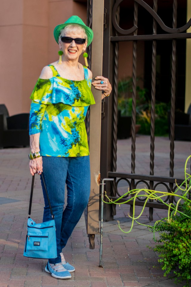 How to wear clothing color for pale skin
