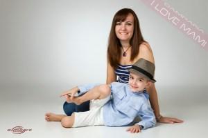 Foto perteneciente a la promoción fotos de mamás con niños de Juan Almagro, Fotografo de Bodas en Jaén I LOVE MAMI