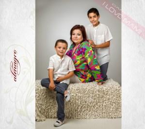 Fotografia de estudio Mamás con niños, de la Colección I LOVE MAMI del Fotografo de Bodas Juan Almagro de Jaén