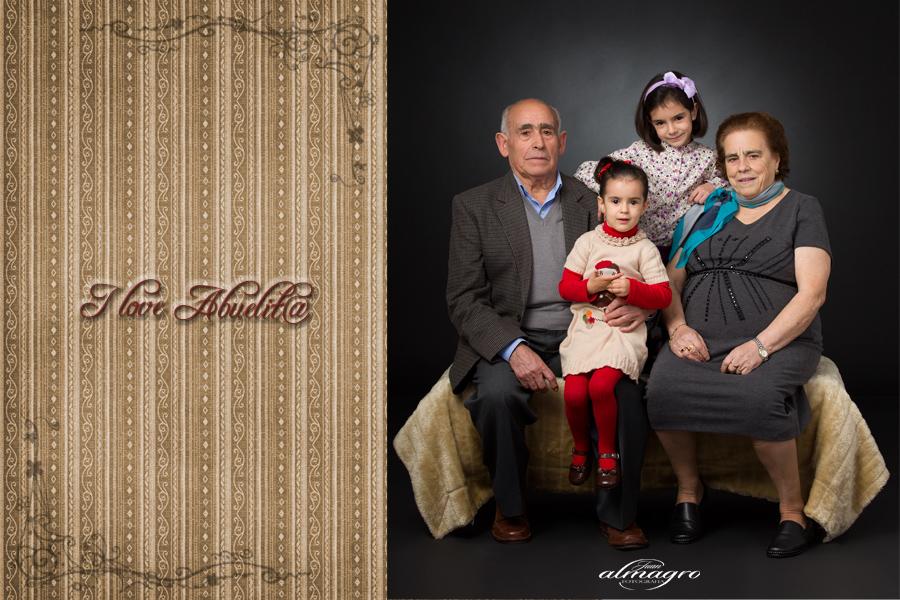 foto de abuelos y nietos en nuestra nueva coleccion de i love abuelitos por Juan Almagro Fotografo de Bodas y comuniones en Jaén