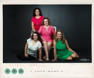Fotografía de estudio de mamás con hijos, perteneciente a la Promoción I LOVE MAMI de Juan Almagro Fotografos,