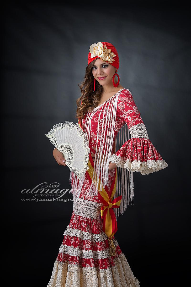 Fotografia de estudio de Celia con Traje de Flamenca