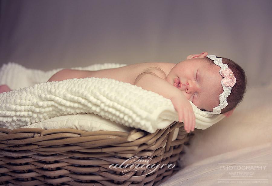 Fotos  artísticas de bebés en estudio, recién nacido