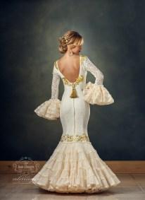 Noelia Aceituno con traje de flamenca de creaciones Roal de Dolores Milla