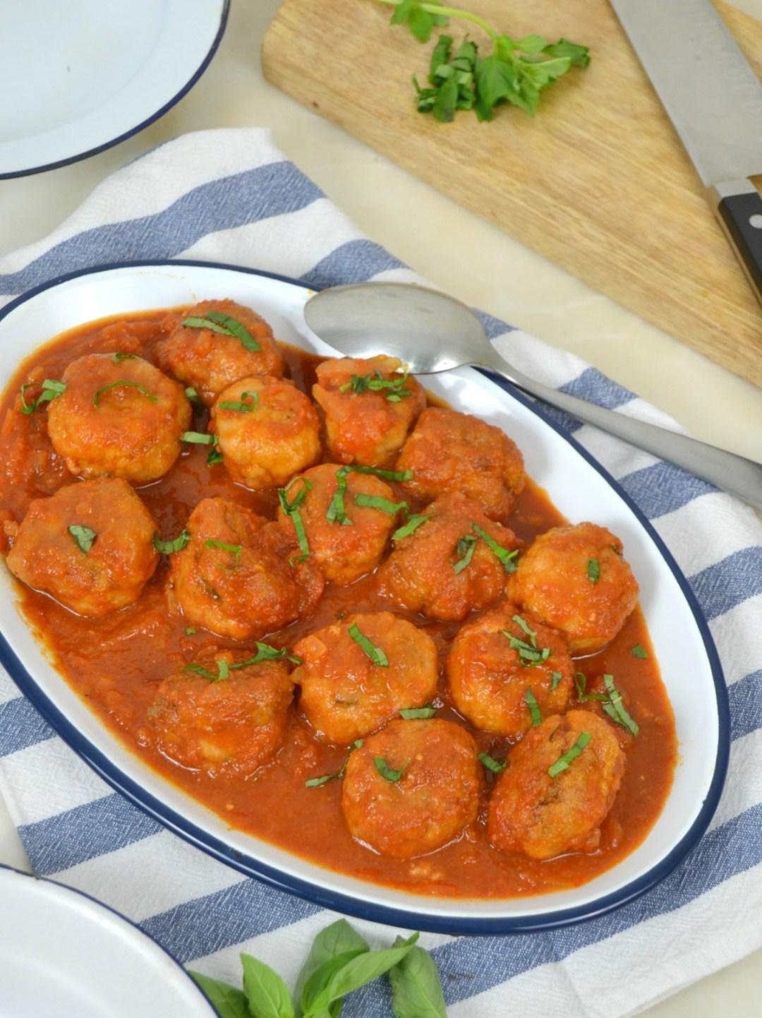 albóndigas con salsa de tomate, receta fácil
