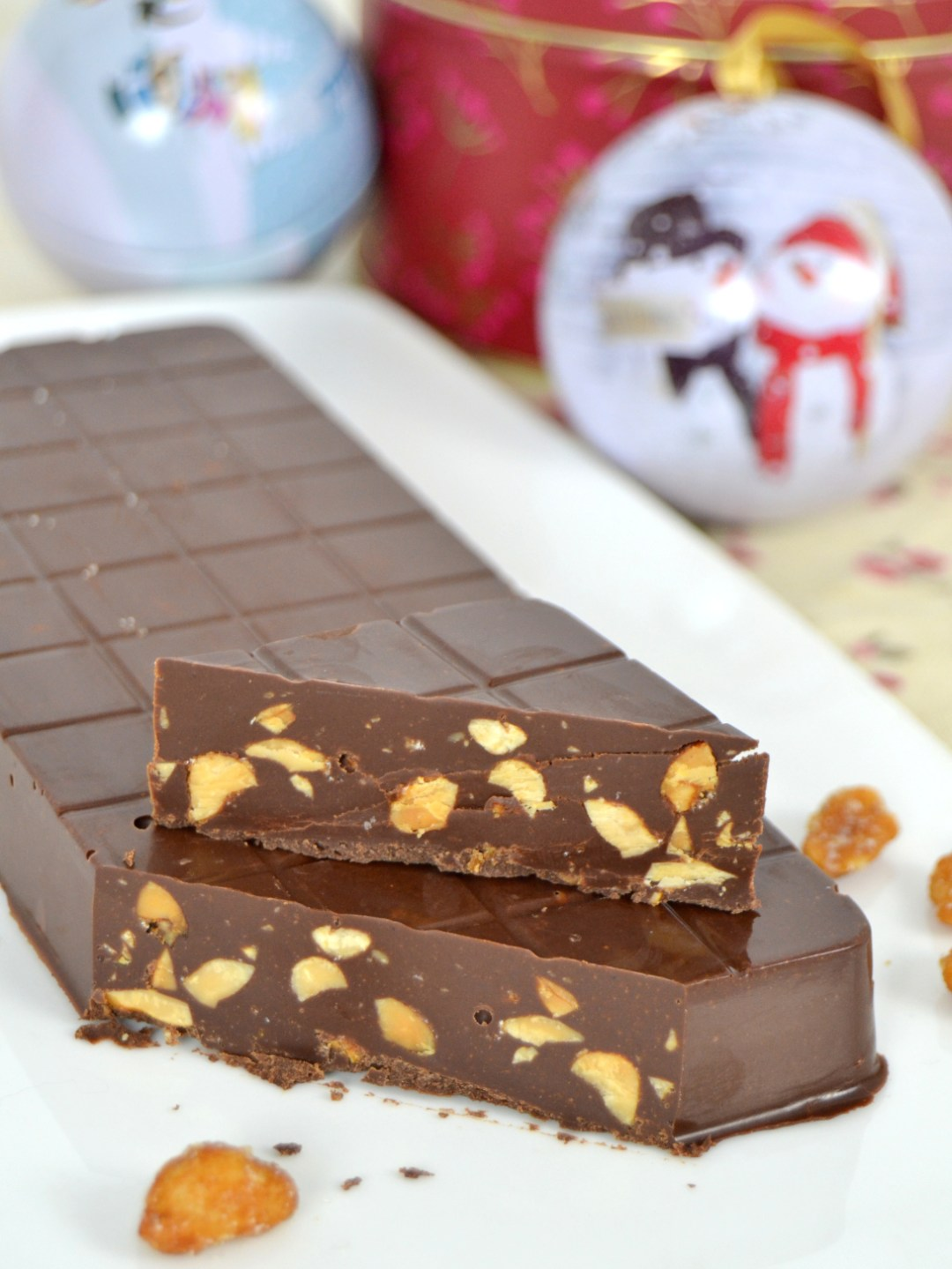 Turrón de chocolate con cacahuetes salados a la miel