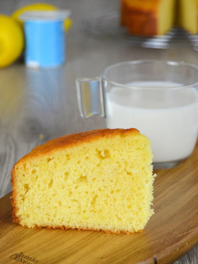 Bizcocho de yogur y limón sin pesar ingredientes