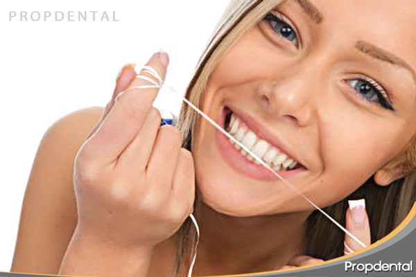hilo-dental-cuidado-de-los-dientes