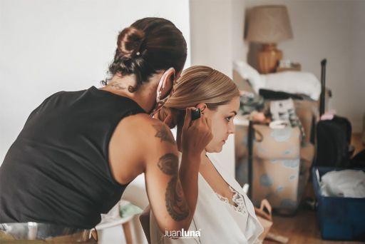 detalle peluquería de novia.Pandemic Wedding - El Reportaje de Bodas de Mercedes & Juan