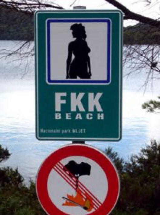 FKK Beach. Así se anuncian las playas nudistas en Croacia (Cultura Libre del Cuerpo),