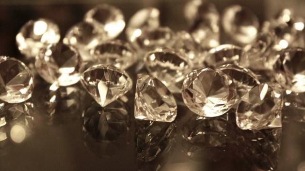 Nada raya tanto como un diamante. Recuérdenlo.