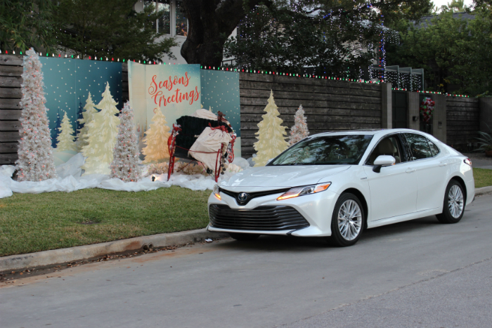 Getting familiar with the 2018 Toyota Camry Hybrid XLE this Winter Season