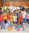Boxeadores Visitan Centro de Atención al Menor y la Familia