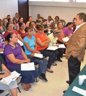 """1500 Personas Asistieron a """"Escuela para Padres"""" en Septiembre"""