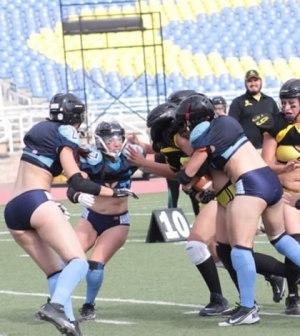 Football americano femenil en bikini