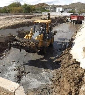 Limpian Arroyo de Colonia Ladrillera de Juárez