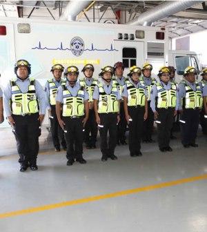 Entregan Uniformes y Unidad de Rescate a Protección Civil