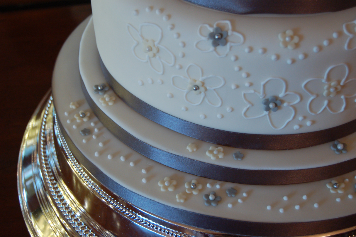 The beaded silver cake stand was the perfect choice to compliment the cake