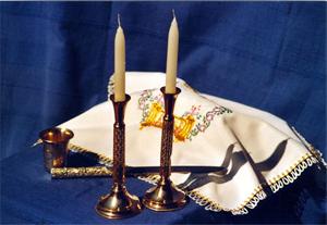 Ritualgegenstände zur Feier des Schabbat mehr erfahren →