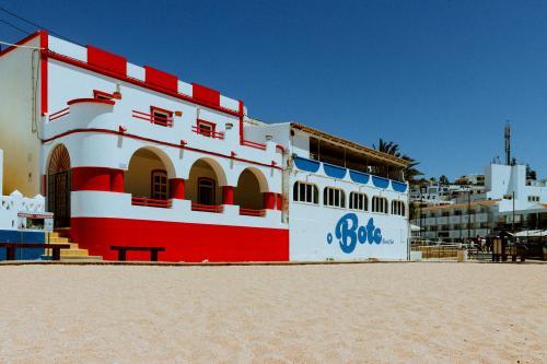 Strandhäuser an der Praia do Carvoeiro