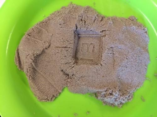 Stempelen in Kinetic Sand