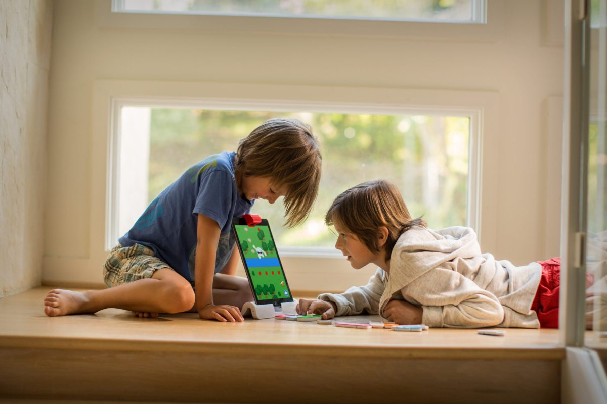 osmo-coding-boys-stairs