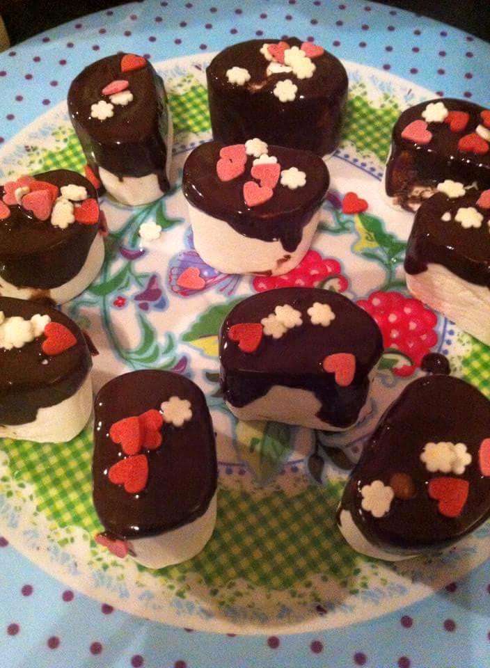 Marshmallows met chocodip en suikerhartjes