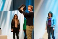 Die Jugendjury präsentiert die nominierten Bücher // Foto: © Ulf Cronenberg