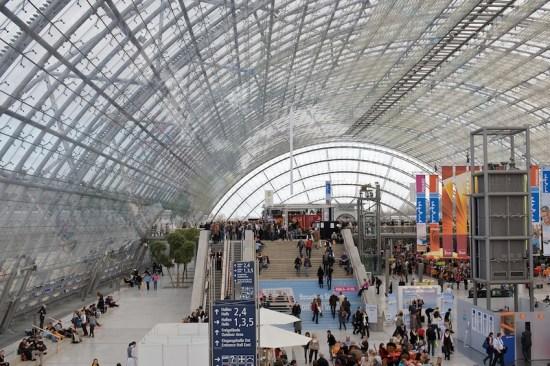 Die Eingangshalle der Leipziger Messe