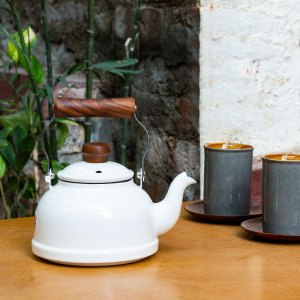 Fujihoro Teapot (White) ~ Enamel Kettle with wooden handles by Jugmug Thela