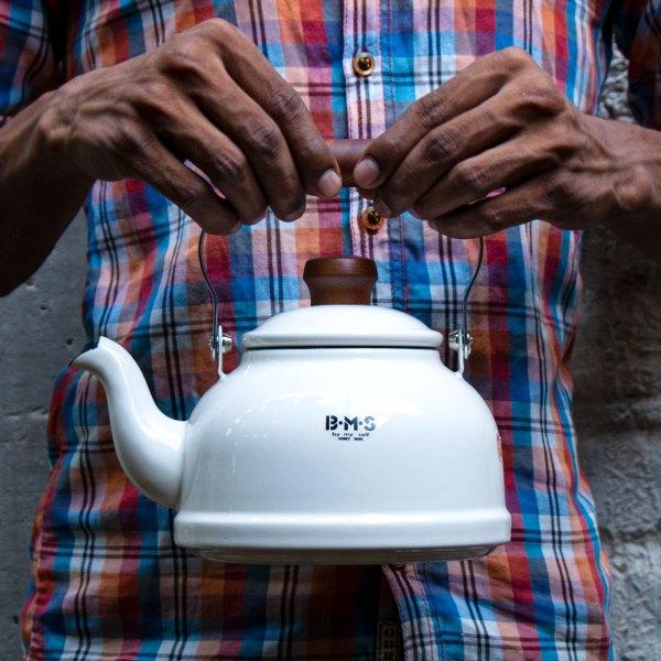 Fujihoro Teapot (White) ~ Enamel Kettle with wooden handles by Jugmug Thela
