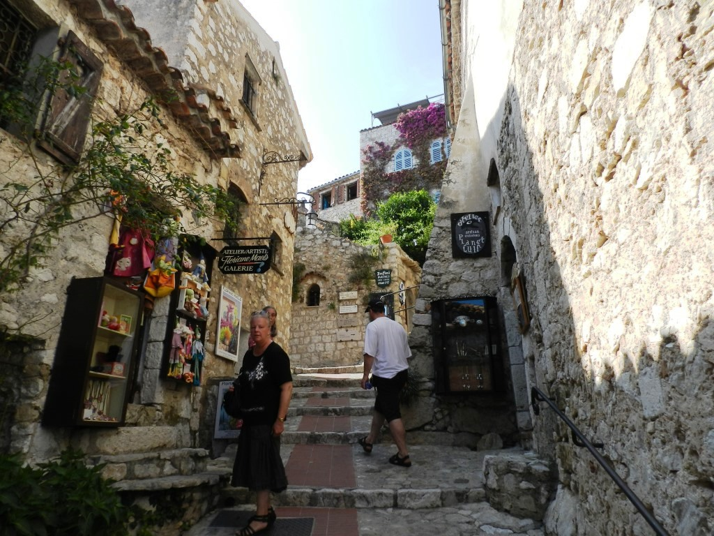 the meandering street leading up to the galleries and the cafe