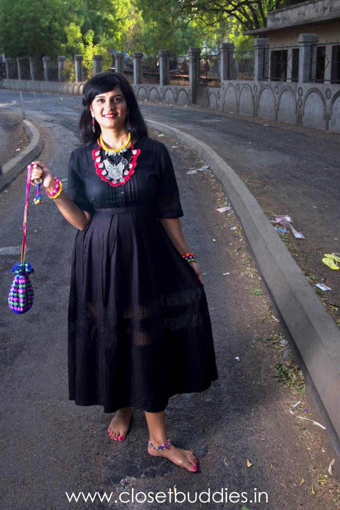 That's three different necklaces! And don't you just love the potli?
