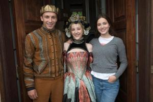 Prinsen (Anders Jessen), Sara (Caroline Vedel) og Anna (Fanny Bornedal) i Den Anden Verden