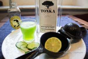 Gurke und Limette kommen zum Tonka Gin Tonic Eis am Stiel