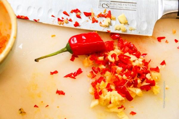 Chili und Ingwer für Kurkuma Hühnchen Curry - Jules HappyHealthyLife Food Blog