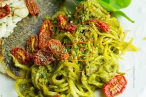 glutenfreie, vegane Steckrüben Spaghetti mit veganem, nussfreien Pesto - Jules HappyHealthyLife Food Blog