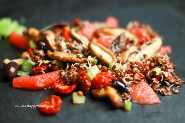 Italienischer Salat von gekeimten Linsen
