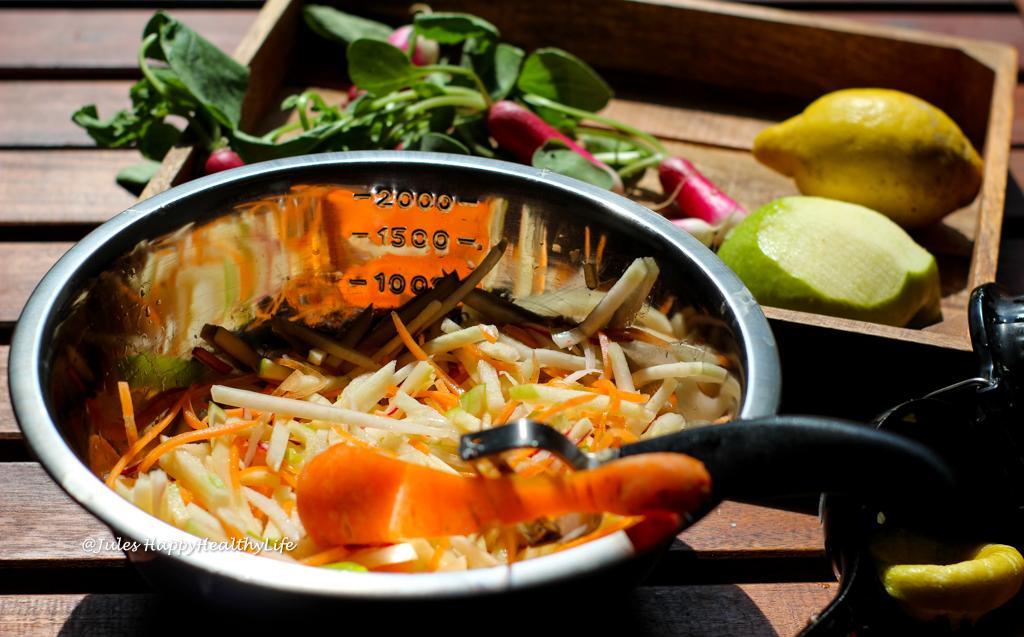Frische Karotten, Kohlrabi und Radieschen für den Kohlrabie Coleslaw