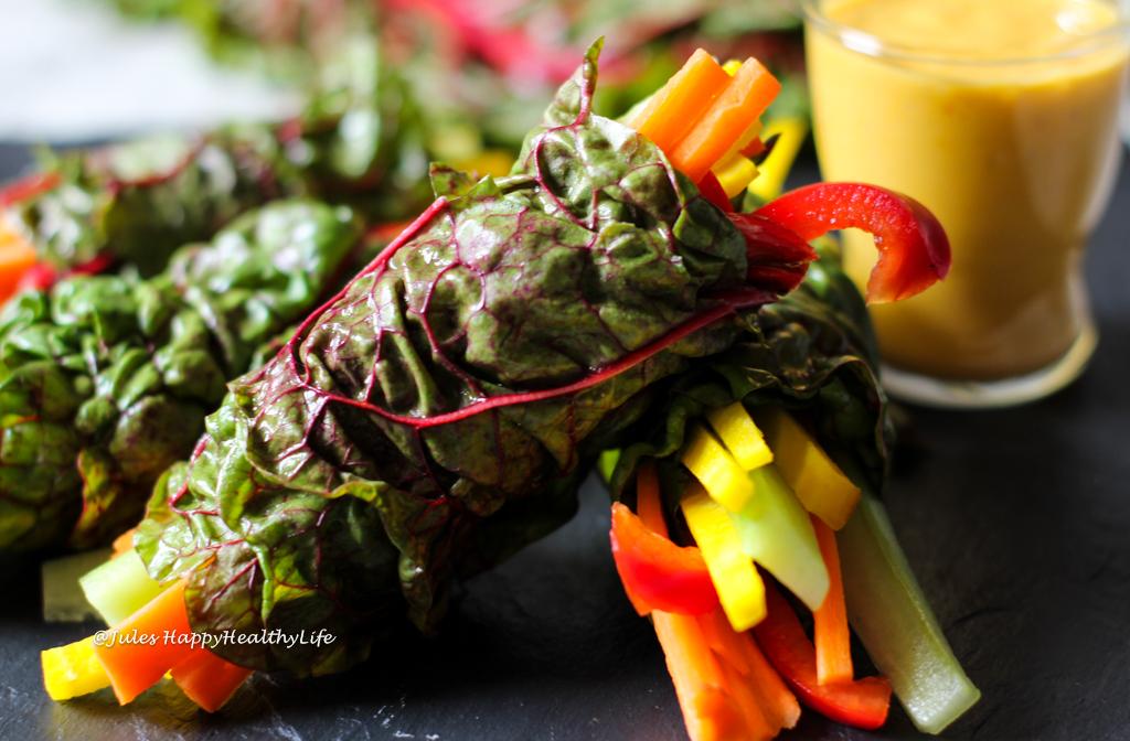 Rezept für rohe, vegane, glutenfreie Mangold Wraps mit Safran Mango Dip.