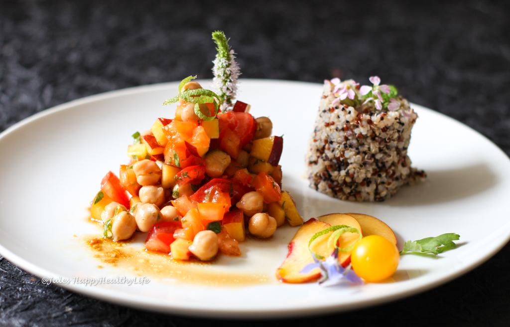 Kichererbsen Pfirsich Salat mit Ingwer Dressing - veganes, glutenfreies Rezept