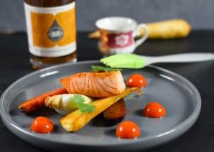 Der Lachs wird mit Orangenlikör mit Single Malt glasiert dazu im Ofen gerösteten Pak Choy und Karotten und Karotten Ingwer Gel