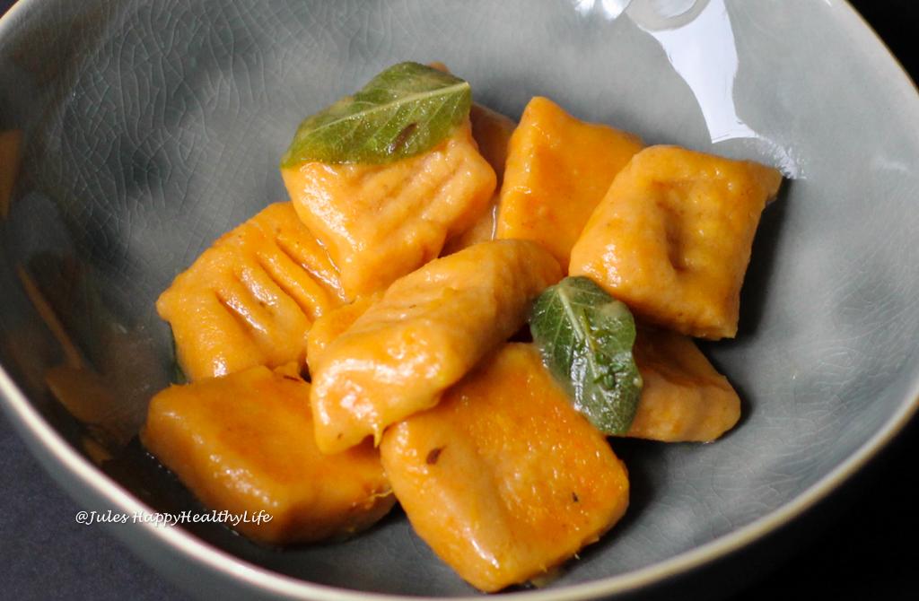 Schnelles Rezept für glutenfreie Süßkartoffel Gnocchi mit Salbeibutter