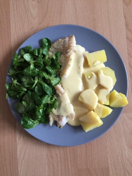 Feldsalat, Seelachs-Filet und Salzkartoffeln mit Senfsauce. #nomnomnom