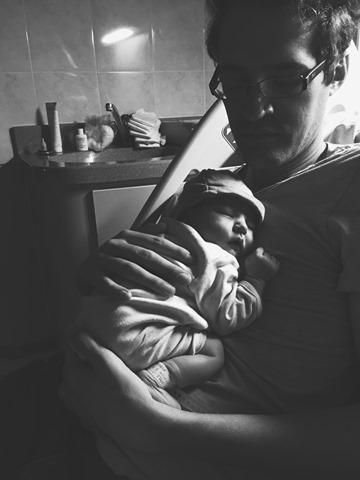 Sébastien et son papa à la maternité