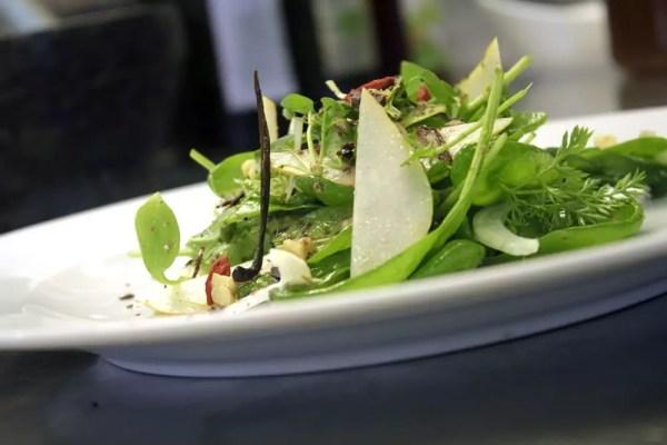 Spinat Birnen Salat mit Honig-Vanille Dressing