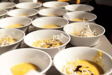 Suppe anrichten