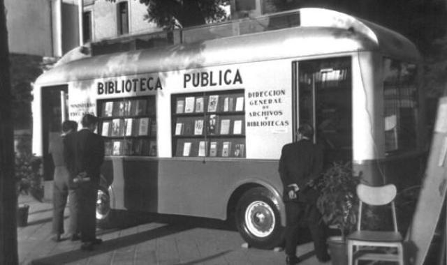 2. Bibliobús en la Feria del Libro de Madrid